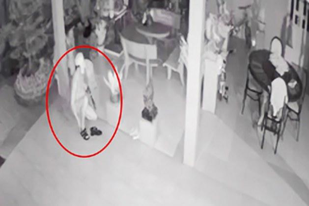 Gần tết, tên trộm khỏa thân vào nhà dân trộm xe đạp điện.