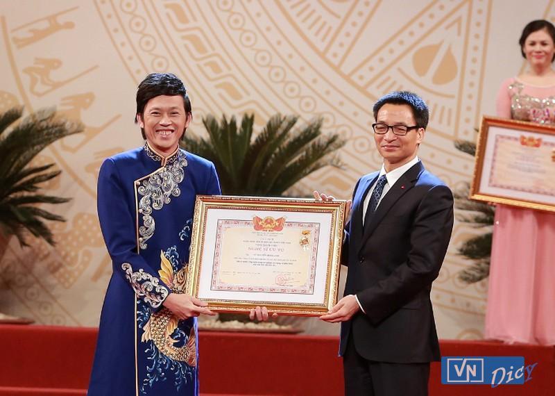 Nghệ sĩ Hoài Linh được đặc cách nhận danh hiệu NSƯT