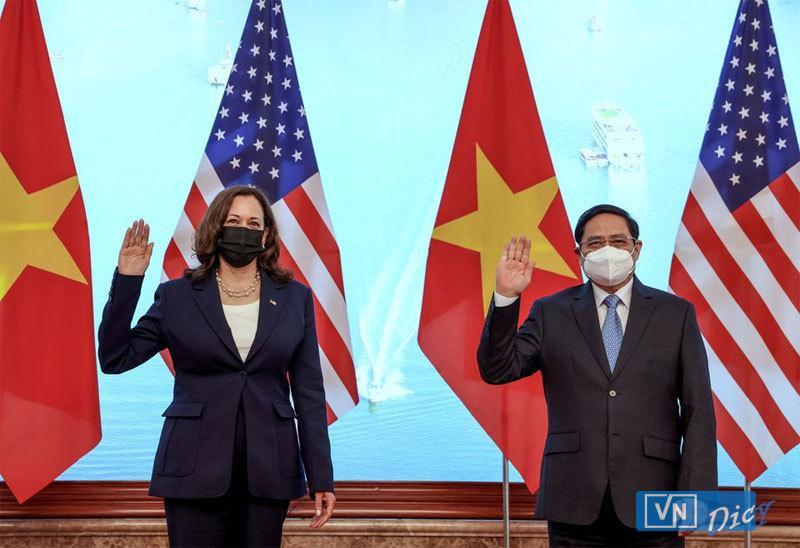 Bà Kamala Harris  và Thủ tướng Phạm Minh Chính trong chuyến thăm chính thức Việt nam